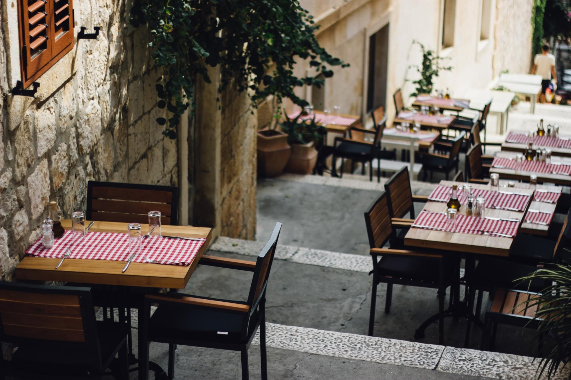 Tables in a good restaurant design